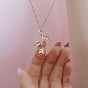 Rose Pendant Necklace | Gold